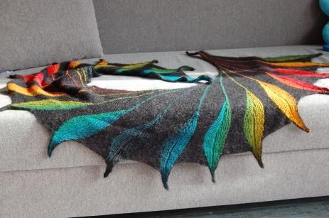 Modèle Dreambird par Nadita Swings, laines Isager Strik Silk Mohair coloris 30, et Schoppel-Wolle Zauberball coloris Tropical fish
